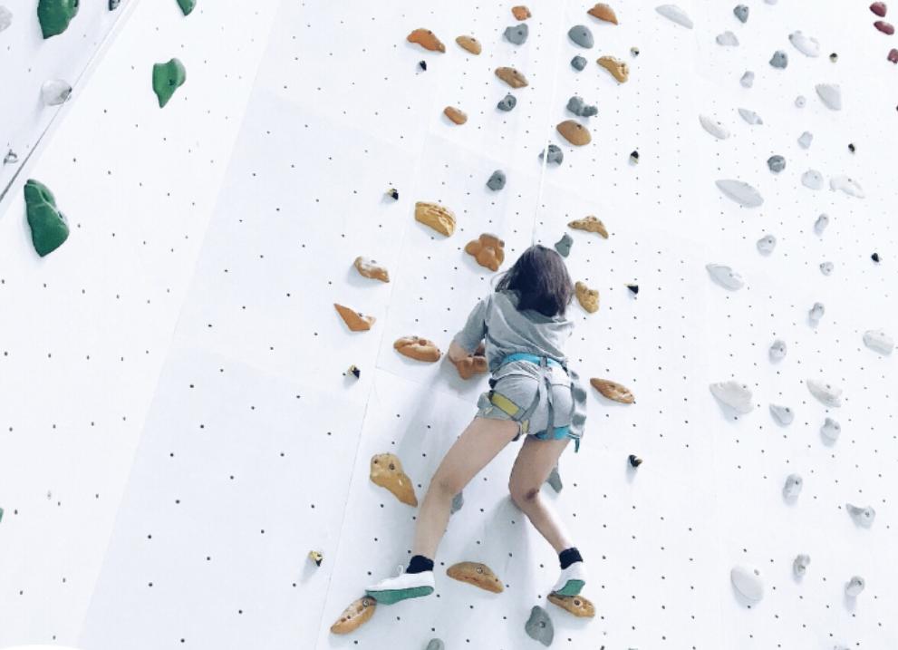 个人挑战攀岩-高空拓展项目-苏州团建公司-户外拓展培训-团队拓展训练活动